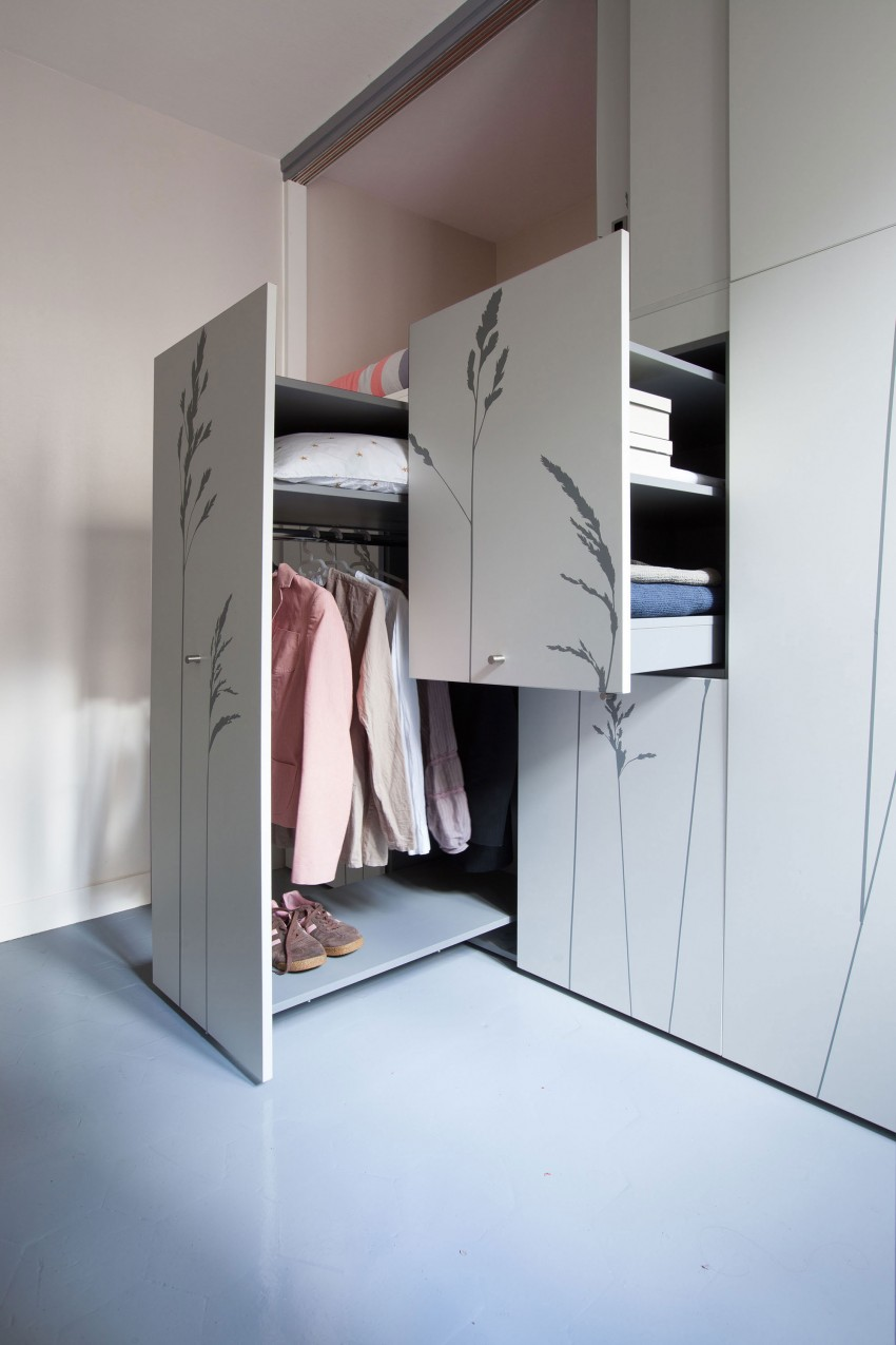 Tiny-Apartment-in-Paris-wardrobe-and-storage