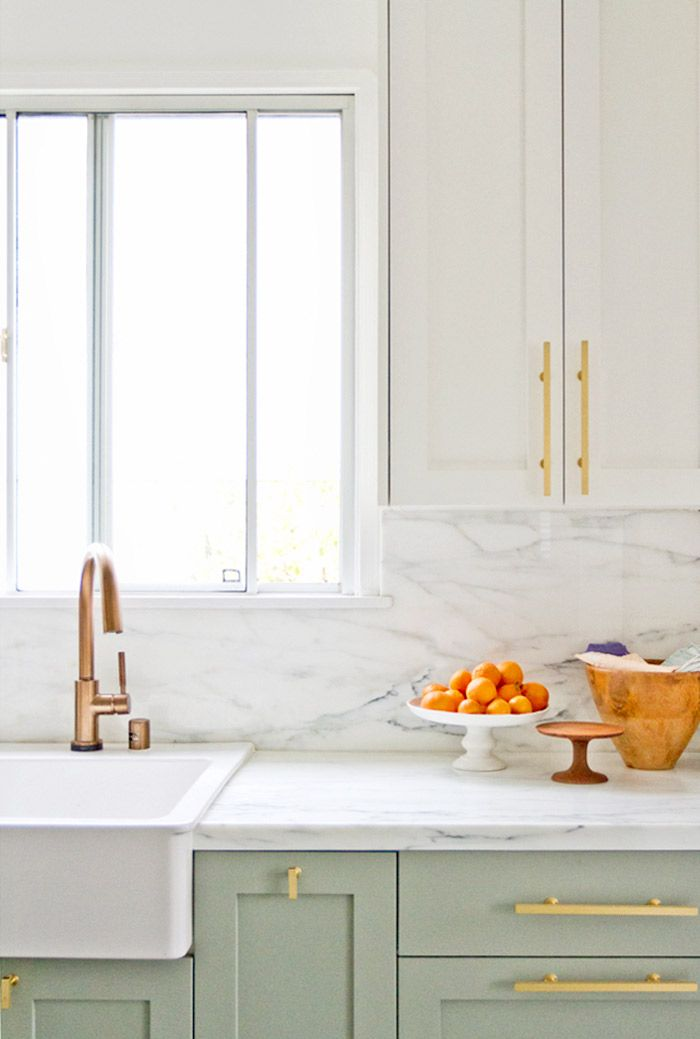 White and gold kitchen color scheme