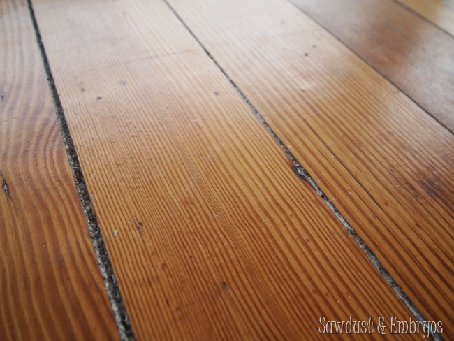 Need to cover a hardwood floor? Use this DIY Painted Linoleum Area Rug tutorial!