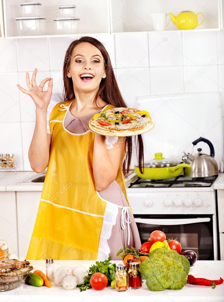 Хозяйка на кухне знает что приготовить мужу (20 фотографий)