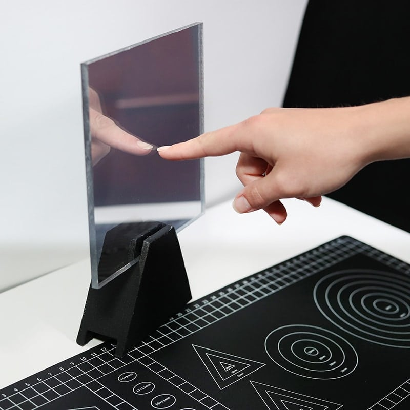 fingernail-test-with-acrylic-and-glass-two-way-mirrors