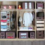 Организация порядка в шкафу: идеи расположения и хранения вещей